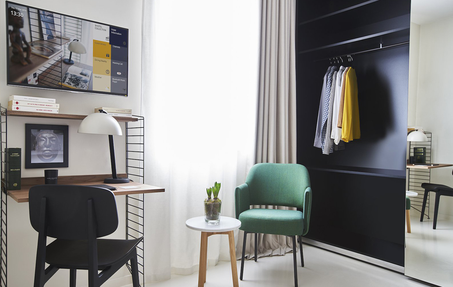 Hôtel Sablon Bruxelles // Etagères et bureau String Furniture